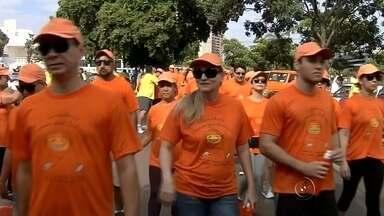 Evento em Araçatuba alerta para a prevenção do câncer - Uma caminhada neste domingo (23) em Araçatuba (SP) alertou sobre a importância da prevenção do câncer.