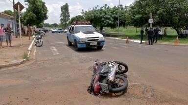 Corpo de mulher atropelada por bandidos em fuga é velado em Campo Grande - Vítima foi atropelada por caminhonete no domingo (22). Acidente aconteceu enquanto os suspeitos de roubar o veículo fugiam da polícia.