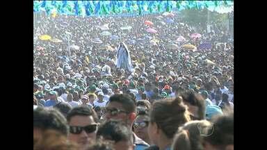 Círio da Conceição 2015 reúne 190 mil fiéis em Santarém - Romaria foi marcada por homenagens e pagamento de promessas.Fiéis caminharam durante quatro horas para chegar à Igreja Matriz.