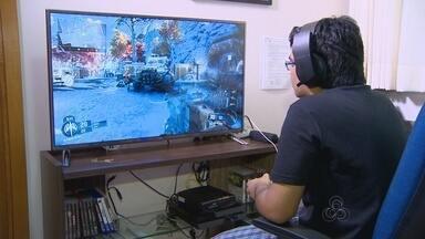 Hábito de jogar videogames evolui com o tempo e atrai mais público - Tecnologia complexa e competições esportivas contribuíram para que prática não fosse apenas brincadeira de criança