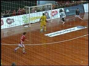 Atlântico ganha do Assoeva de virada no Caldeirão do Galo - O jogo de volta é no próximo sábado (28), valendo vaga na final do Campeonato Gaúcho de Futsal.