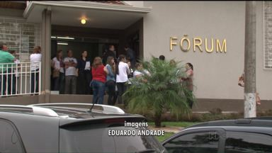 Acusado de atropelar e matar comerciante é condenado a 18 anos de prisão - João Gilberto Fernandes foi a júri popular na quarta em Prudentópolis. Crime foi praticado depois de uma discussão por causa de som alto.