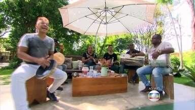 É de Casa começa no ritmo do Molejo - Grupo canta na abertura do programa