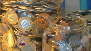 O que dá para comprar com uma moeda de R$1? - A família Silva descobriu o valor das moedas e conseguiu pagar até a viagem de férias juntando moedinhas