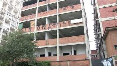 Comerciantes reclamam de 'invasão' de ratos em prédio de Moema, em SP - O edifício abandonado na Zona Sul se transformou em moradia dos roedores. Os vizinhos contam que os animais invadem imóveis em busca de comida.