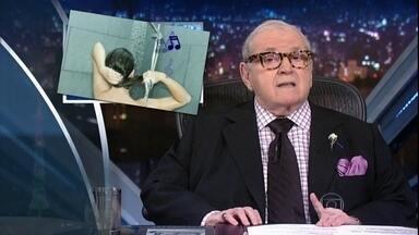 Jô abre o programa com as notícias da 'boato press' - Apresentador mostra seu olhar com as notícias fictícias