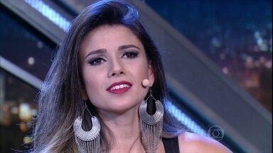 Paula Fernandes encerra o Programa do Jô com um musical - Ela canta o sucesso 'Não precisa'