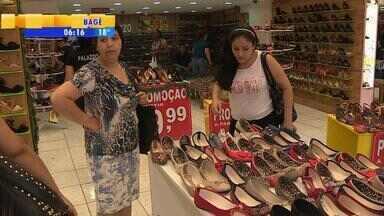 Consumidores gaúchos devem comprar menos no Natal de 2015 - Crise gera necessidade de economia nas compras de fim de ano.