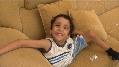 Conheça a história de um menino que está se readaptando após se separar de irmão siamês - O pequeno Heitor, de 6 anos, sobreviveu a uma difícil cirurgia.