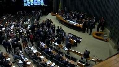 Cunha acolhe processo de impeachment horas após PT retirar apoio no Conselho de Ética - Cunha acolhe processo de impeachment horas após PT retirar apoio no Conselho de Ética