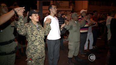 PMs realizam protesto em Teresina contra prisão de colegas de corporação - PMs realizam protesto em Teresina contra prisão de colegas de corporação