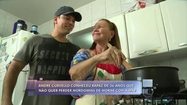 Cresce o número de pessoas com mais de 30 anos que continuam morando com os pais - André Curvello vai conhecer a rotina de Ricardo, de 36 anos, que não quer perder a mordomia de morar com a mãe