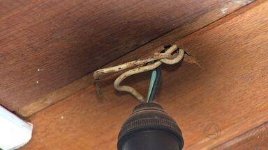 Pessoas que fazem reparos em eletricidade sem conhecimento pode sofrer acidentes - O famoso 'jeitinho' pode causar acidentes quando o assunto é reparos na rede elétrica
