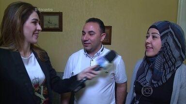 Casal de sírios que fugiu da guerra tenta reconstruir a vida no Brasil - A repórter Gabriela Lian conversa com os refugiados