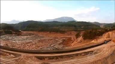 Vale jogou mais rejeitos em MG do que declarou, revela documento - Documento obtido pelo Jornal Nacional é do Departamento Nacional de Produção Mineral. Vale é dona da Samarco, junto com a BHP.