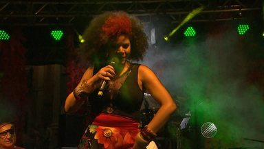Devotos de Santa Bárbara encerram o dia de celebração com muita festa e samba - Veja como foi a festa no Pelourinho.