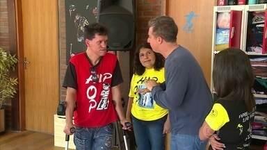 Muita emoção! ONG Vida Breve tem sede reformada - Professor Airton e sua família conferem como ficou o lugar