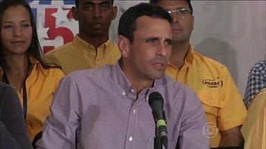 Oposição na Venezuela diz ter maioria dos deputados na Assembleia Nacional - A oposição na Venezuela diz ter chegado a dois terços dos deputados na Assembleia Nacional, o que daria aos que enfrentaram o chavismo a possibilidade até de mudar a Constituição. Mas não há confirmação da Comissão Nacional Eleitoral.
