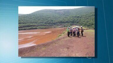 Técnicos do Imasul vistoriam barragens de mineradoras em Corumbá, MS - Trabalho começou pela barragem de Gregório Curvo, que fica a 48 quilômetros da área urbana. Lá, estão armazenados cerca de 8 milhões de metros cúbicos de rejeitos de minério.