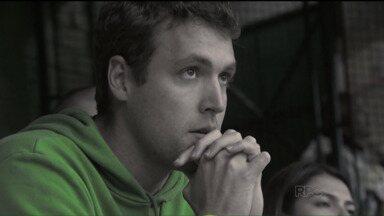 Torcedor do Coritiba não aguenta mais lutar contra o rebaixamento - Foi o quarto ano seguido em que o Coxa se livrou da degola nas últimas rodadas do Brasileiro. Neste 2015, time passou maior parte da competição na ZR e se salvou apenas no jogo final