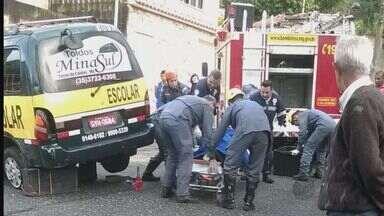 Motorista é atingida pela própria van na garagem de casa em Poços de Caldas (MG) - Motorista é atingida pela própria van na garagem de casa em Poços de Caldas (MG)
