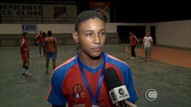 Cliver piauiense foi artilheiro e eleito melhor jogador do brasileiro de Handebol - Cliver piauiense foi artilheiro e eleito melhor jogador do brasileiro de Handebol