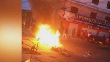 Moradores bloqueiam vias da Zona Leste durante protesto em Manaus - Ato foi realizado contra corte no abastecimento de água em bairro.