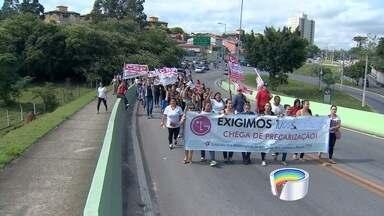 Trabalhadoras demitidas pela Sun Tech protestam em São José - Empresa demitiu mais de 300 trabalhadoras nesta segunda (7).