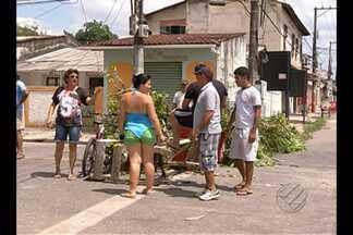 Moradores protestam contra tráfego de caminhões - Conjunto Gleba 1 virou rota alternativa à av. Augusto Montenegro e teve aumento no fluxo de veículos.