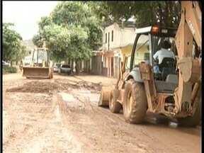 Cerca de 300 famílias estão em abrigos por causa da chuva de Itanhomi - Temporal atingiu a cidade nesta terça-feira (8) e causou muitos estragos.