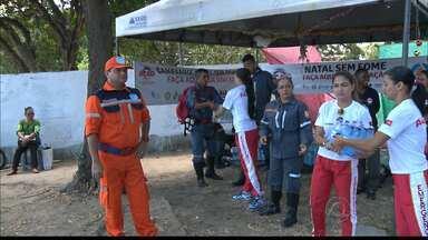 Campanha 'Natal sem Fome' recebe doação de água dos bombeiros civis de João Pessoa - Já foram adquiridos mais de 28 toneladas de alimentos na campanha 'Natal sem Fome' que vai até o dia 24 de dezembro.