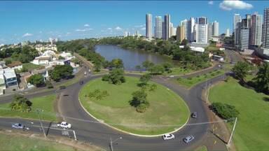 Londrina completa 81 anos de uma história que trouxe muita gente de fora pra aprender aqui - Durante sua história, a cidade usou a educação para atrair forasteiros, pessoas de outros estados que vem estudar aqui em Londrina e nunca mais vão embora.