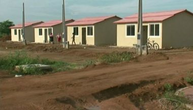 Moradores invadem moradias populares em construção em Itapemirim, ES - Eles alegam que a obra está parada há mais de um ano.