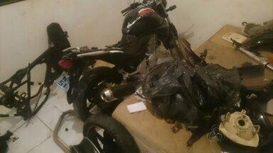 PM descobre casa usada para desmanche de motos roubadas - A Polícia Militar descobriu uma casa no conjunto Mestre Oscar Santos que era usada para desmanche de motos roubadas.