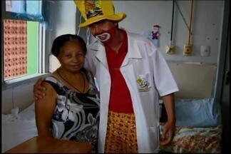 Doutores palhaços distribuem abraços e sorrisos em hospitais de Divinópolis - Através de gestos carinhosos voluntários fazem os dias dos pacientes mais felizes.