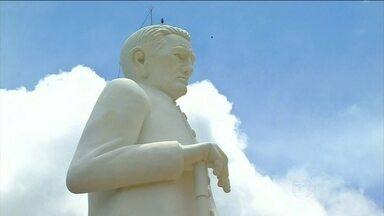 Vaticano aceita pedido de reconciliação da Igreja Católica com Padre Cícero - Milagre da hóstia que virou sangue foi negado pela Igreja Católica. Para a CNBB, esse pode ser o primeiro passo para a beatificação.