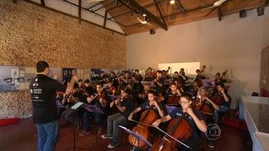Orquestra Maré do Amanhã se apresenta domingo às 11h , de graça no Espaço Tom Jobim - Orquestra Maré do Amanhã faz Concerto Natalino com músicas clássicas de Natal e repertório dos Beatles, entre outros. No Espaço Tom Jobim, no Jardim Botânico.
