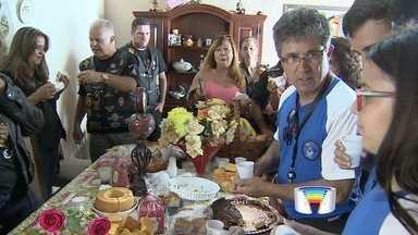 Grupo de voluntários entrega presentes para crianças em Lorena - Ao todo, cerca de 25 mil crianças receberam presentes na festa.