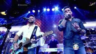 Marcos e Belutti cantam 'Domingo de Manhã' - Dupla anima os convidados e a plateia do Encontro