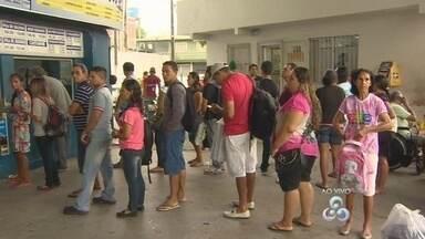 Rodoviária de Manaus tem movimento intenso durante semana de natal - Cerca de 35 mil pessoas devem passar pelo local.