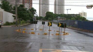 Motoristas questionam eficiência de rotatórias em Londrina - A solução tem sido adotada em muitos cruzamentos da cidade, mas nem sempre agrada quem está ao volante.