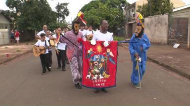 Fiéis mantém viva a tradição da Folia de Reis em Maringá - Data é comemorada no dia 6 de janeiro