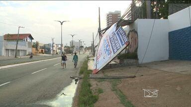 Chuva e ventania causam estragos em São Luís (MA) - Chuva e ventania causam estragos em São Luís (MA)
