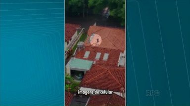 Suspeito de furto é flagrado em telhado de casa em Maringá - De acordo com a Polícia Militar, ele subiu no telhado após furtar um computador