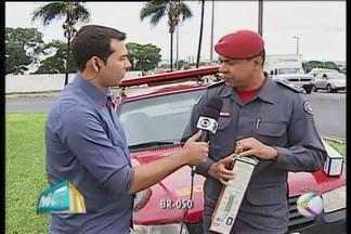 Especialista de Uberlândia fala sobre riscos de fogos de artificio - Tenente do Corpo de Bombeiros, Antônio Silva, traz informações de segurança.