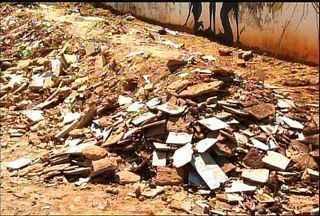 Moradores reivindicam limpeza em ruas tomadas por lixo no Cariri - Veja como ajudar.