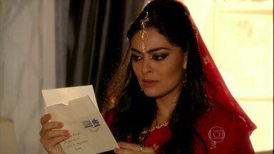 Deva entrega carta de Bahuan para Maya - O rapaz dá seu telefone para a ex e pede que ela o procure