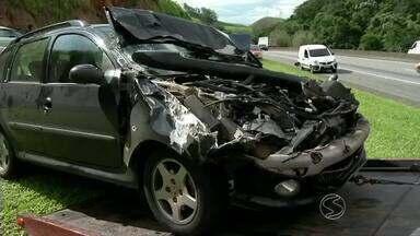 Engavetamento envolve nove carros na Via Dutra, em Barra Mansa, RJ - Batida aconteceu na pista sentido Rio, no bairro Moinho de Vento.