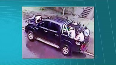 Ladrões roubam bancos e fazem quatro reféns em Ortigueira - De novo os moradores de Ortigueira tiveram um susto com assalto à banco. Foi por volta das 16 horas.