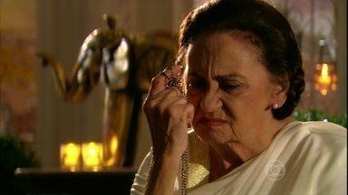 Laksmi se lembra do passado com Shankar - Ela revive memórias do romance antigo e de sua gravidez